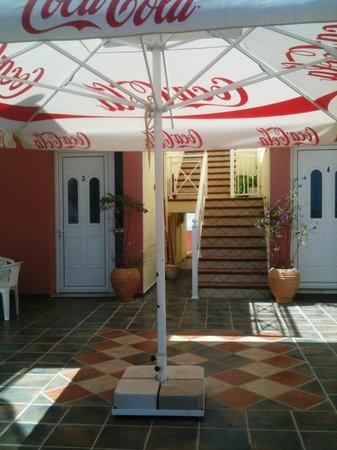 Kozas Studios: L'ingresso di Koza's Studios