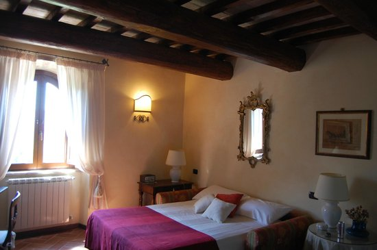 Torre Palombara - Dimora Storica : The living room in the suite transformed to a bedroom at our request.