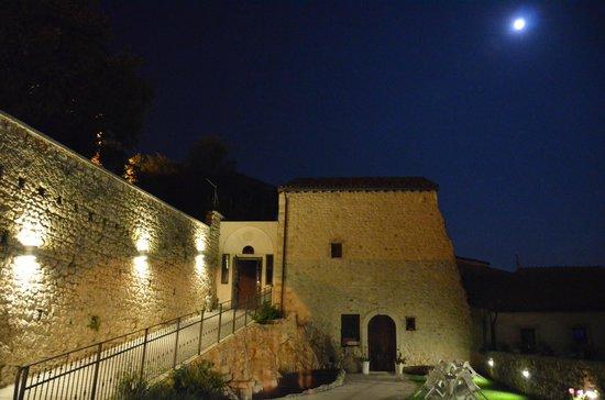 Locanda Incantata: By night
