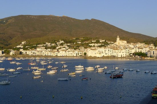 Hotel Playa Sol: The view of Cadaques from our balcony