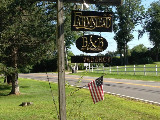 Farmstead Bed And Breakfast: Pancarte de la rue