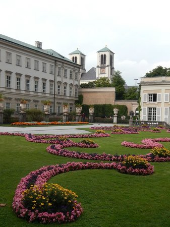 Sheraton Grand Salzburg: Right next store to hotel is the AMAZING Mirabell Gardens