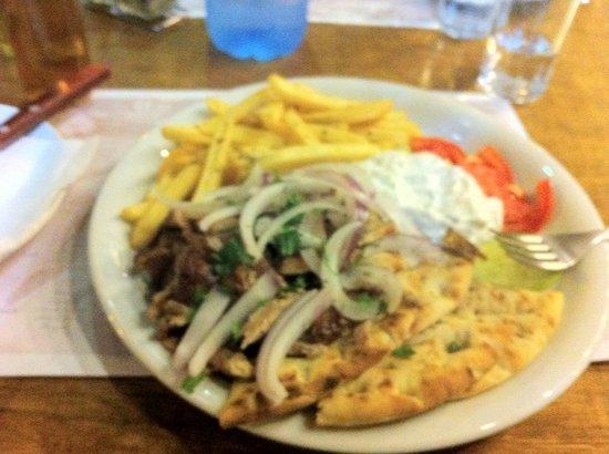 Taverna Loot: gyros plate! pita molto buona!