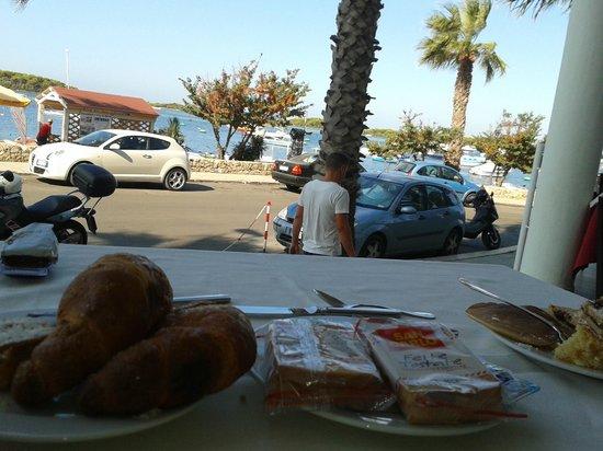 Hotel Riccio : Colazione con vista sul mare