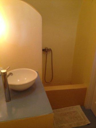 Remezzo Villas: el baño de la habitación doble num 1