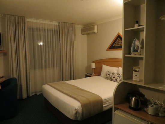 Jet Park Hotel & Conference Centre: Our room