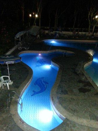 Attika Beach Hotel: Бассейн