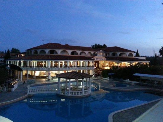 Attika Beach Hotel: Вид отеля с моря