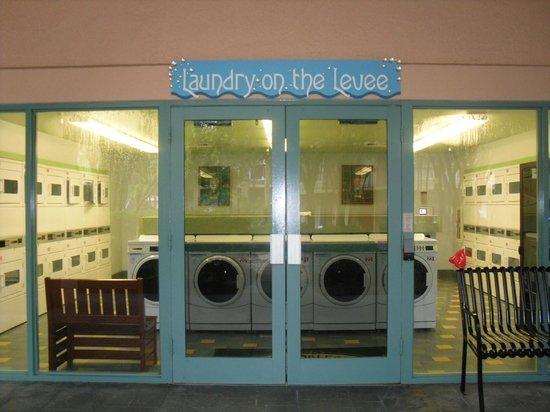 Disney's Port Orleans Resort - French Quarter: Laundry room