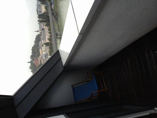 Motel One Salzburg: Blick vom Balkon Richtung Salzach/Getreidegasse