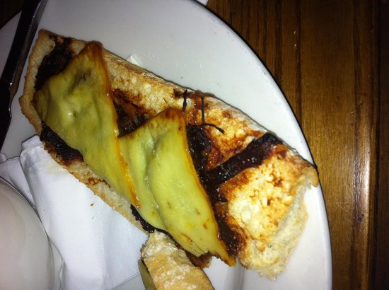 The Snow Goose : Apparently this is a BBQ beef melt??? Was like left over scraps mixed with abit of sauce the thi