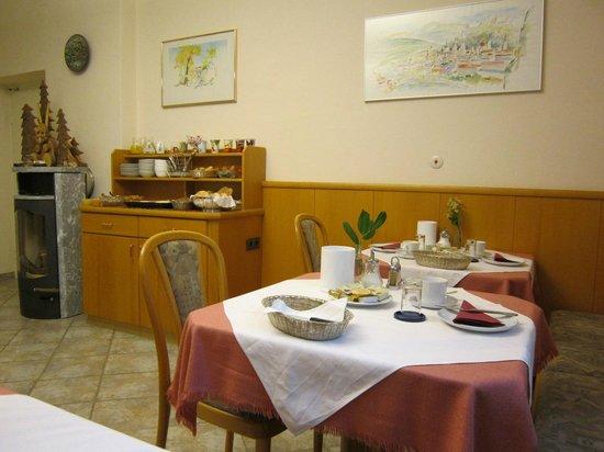 Hotel Garni Pension Freisaal: Particolare della sala colazioni