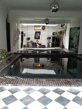 Riad Elizabeth : The pool downstairs