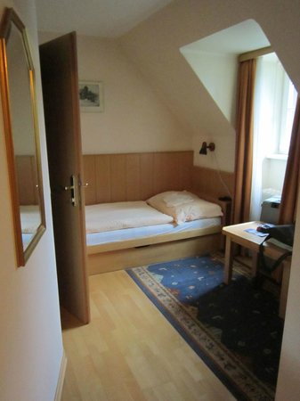 Hotel Garni Pension Freisaal: cameretta-salottino