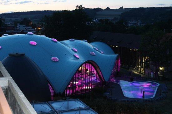 Hotel an der Therme Bad Orb: Blick zur Therme vom Balkon