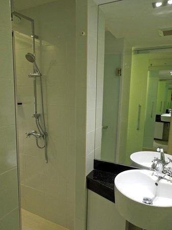 S Sukhumvit Suites: bathroom