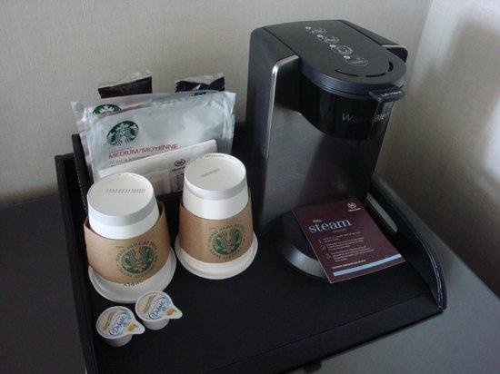 Sheraton Montreal Airport Hotel: Starbucks coffee in room (free)