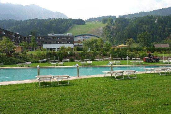 Falkensteiner Hotel & Spa Carinzia: piscna e cabinovia
