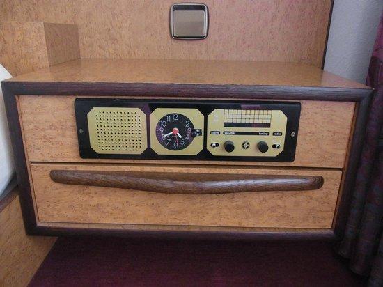AKZENT Hotel Landhaus Schellhorn : Very modern radio & clock