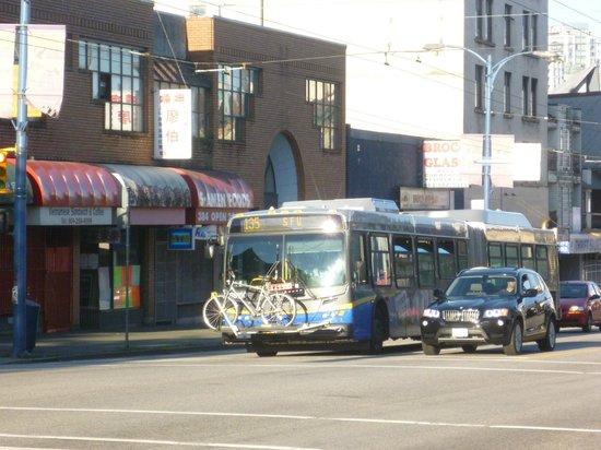 Patricia Hotel: Bus Vancouver