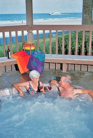 Sun Viking Lodge: Oceanfront Hot Tub