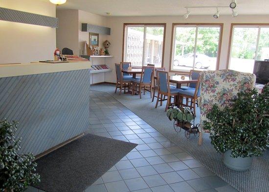 Antlers Motel: Lobby