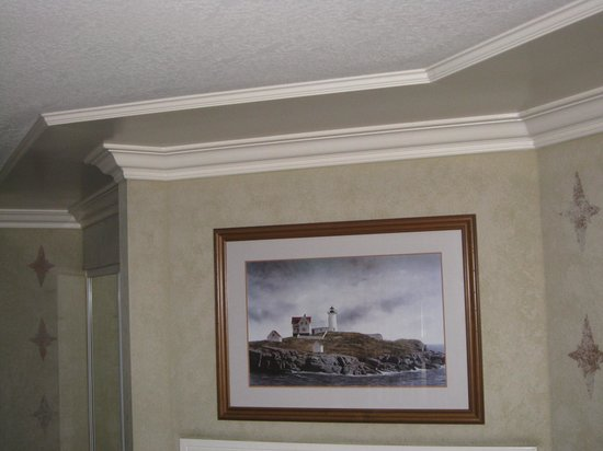 Sea Otter Inn: Nice crown molding and decor