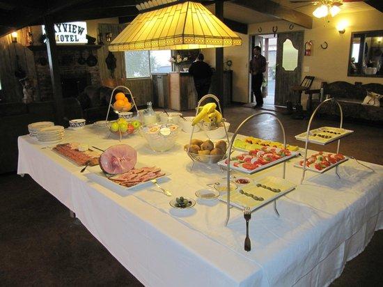 The Skyview Motel: Breakfast