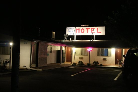 Mount-N-Lake Motel: Motel at night