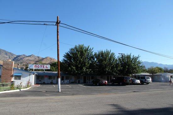 Mount-N-Lake Motel : Hotel at daytime