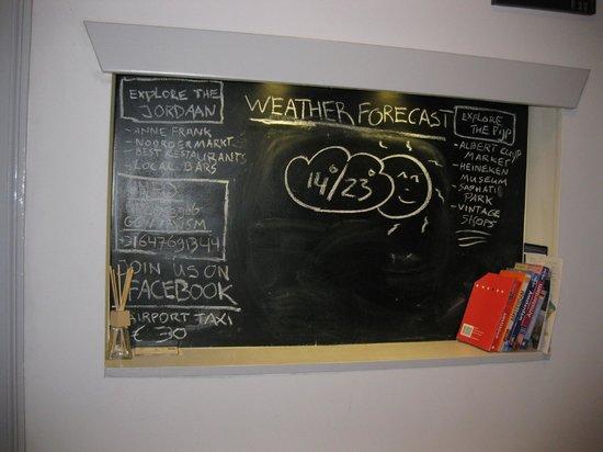 B&B Quartier Neuf: Blackboard with local news/info