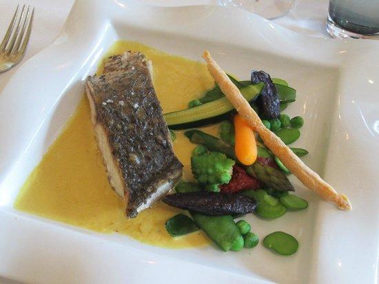 Le Saint Laurent: Poisson crème de safran et légumes croquants