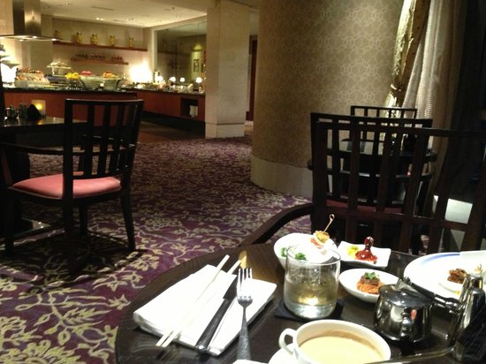The Ritz-Carlton Jakarta, Pacific Place: Dining all alone