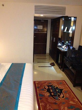 Grand Sahid Jaya Hotel : 1人で宿泊するには十分な広さです