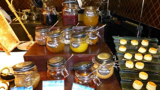บันยันทรี สมุย: seleccion de mermeladas en el desayuno buffet