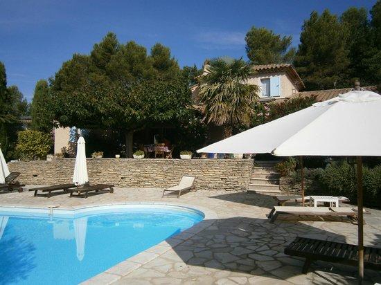 l'Escleriade: La belle piscine et la terrasse ombragée