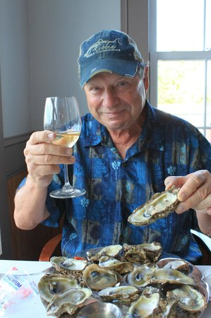 Owl Cafe: The local fresh oysters were mouth-watering and fresh-tasting!
