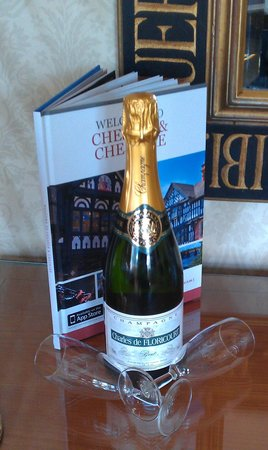 Brook Mollington Banastre Hotel & Spa : complimentary champagne