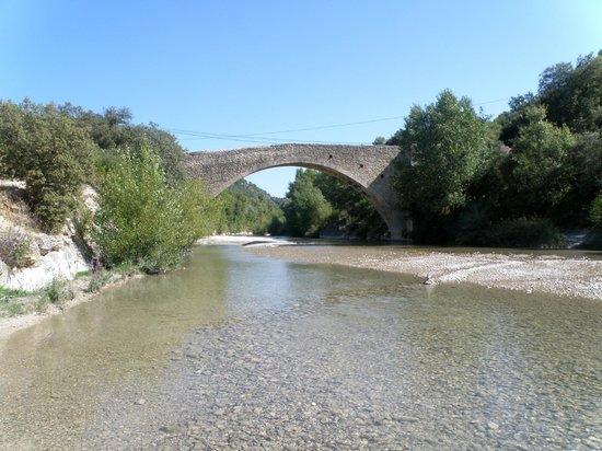 l'Escleriade: Pont roman d' Entrechaux à 1km