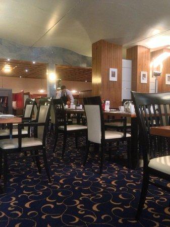 Hilton Innsbruck: Restaurant in the Morning
