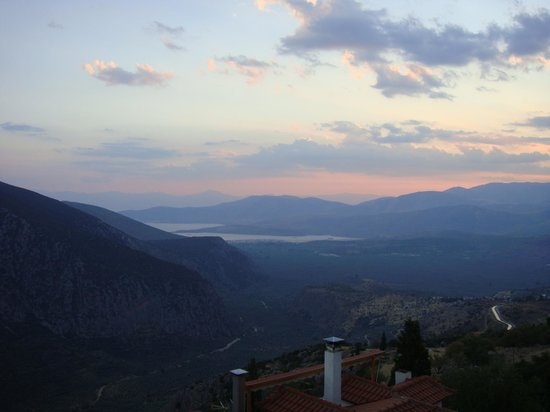 Aeolos Hotel: Sunrise view from the breakfast patio
