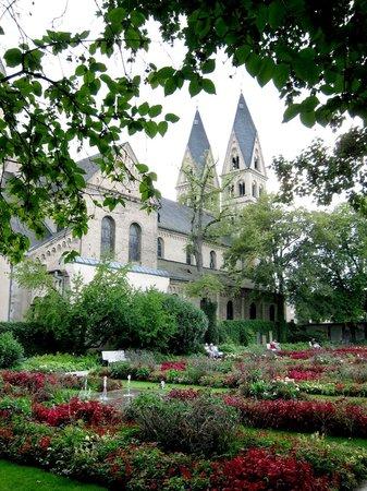 Basilica of St. Castor: St Kastor basiliek Koblenz - tuin