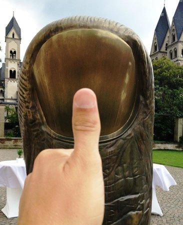 Basilica of St. Castor: St Kastor basiliek Koblenz - sculptuur van duim