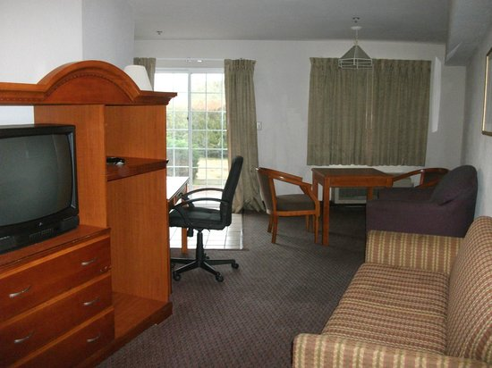 Quality Inn & Suites Redwood Coast: Dining area