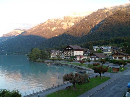 Hotel Seiler au Lac: vue de la chambre le soir
