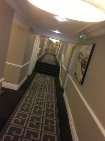 The Waldorf Hilton London: Corridor
