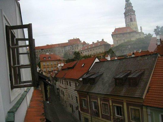 Pension Adalbert: 部屋からお城の塔が見えます