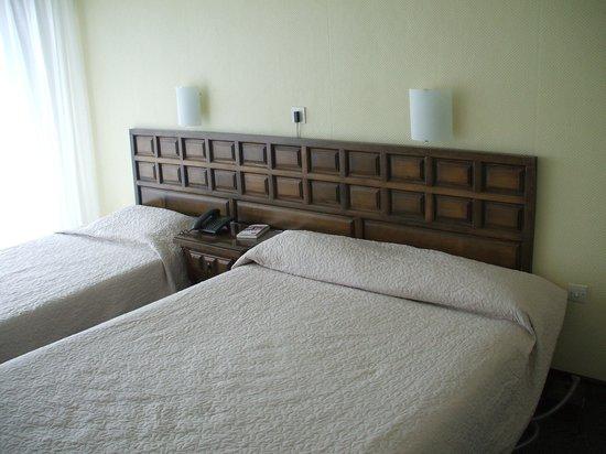 HOTEL LE NAUTIC : Chambre non rénovée