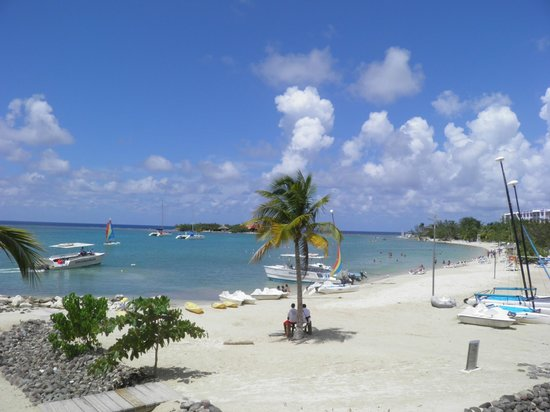 Linda piscina picture of hotel riu montego bay for Piscinas lindas