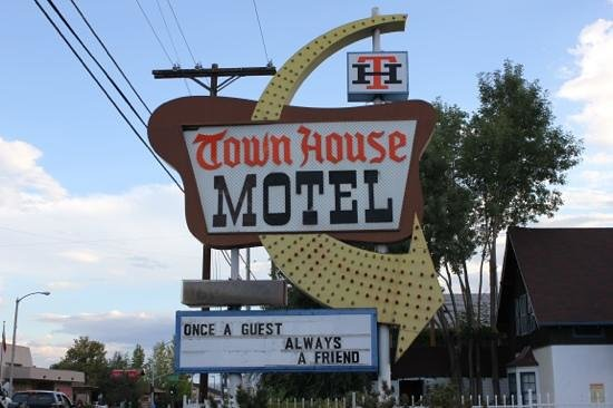 Townhouse Motel: front sign